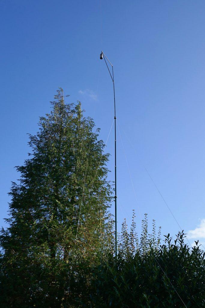 Mastje voor inverted-L antenne met verlengspoel en straler