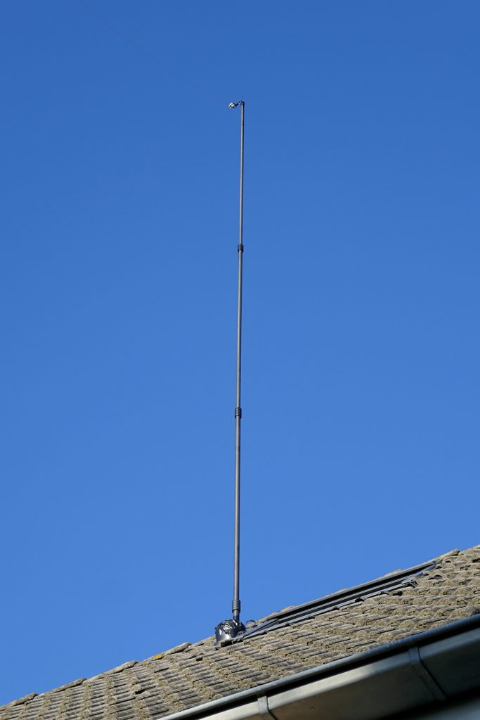 Hulpmastje voor afspandraad inverted-L antenne