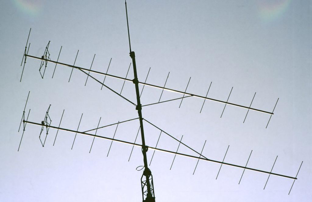 Versatower 2x 15 el. yagi & 5/8e 2m antennes